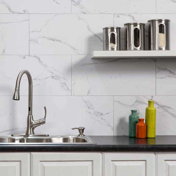 Palisade Wall Tile in Carrara Marble